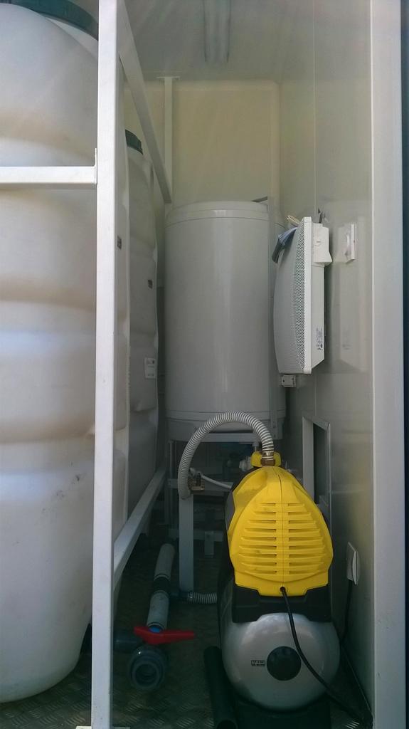 container am nag les sanitaires. Black Bedroom Furniture Sets. Home Design Ideas