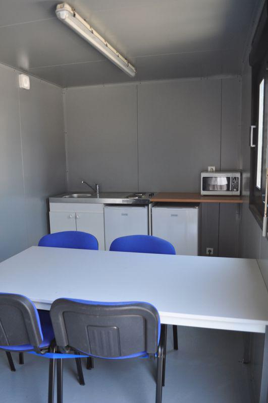 transformation et am nagement de container maritime en r fectoire boxinnov. Black Bedroom Furniture Sets. Home Design Ideas